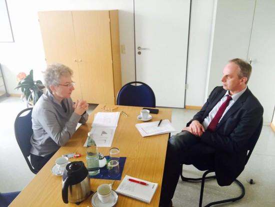 Detlef Müller (MdB) im Gespräch mit der Leiterin des Bamf Chemnitz
