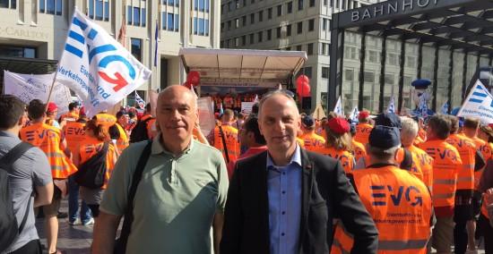 Detlef Müller . MdB und Thomas Jurk, Mdb demonstrieren gemeinsam für eine umweltfreundliche Güterverkehrsinfrastruktur.